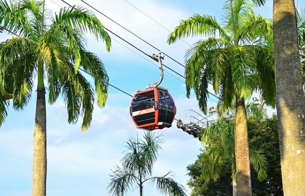 quiet places in singapore jewel cable car