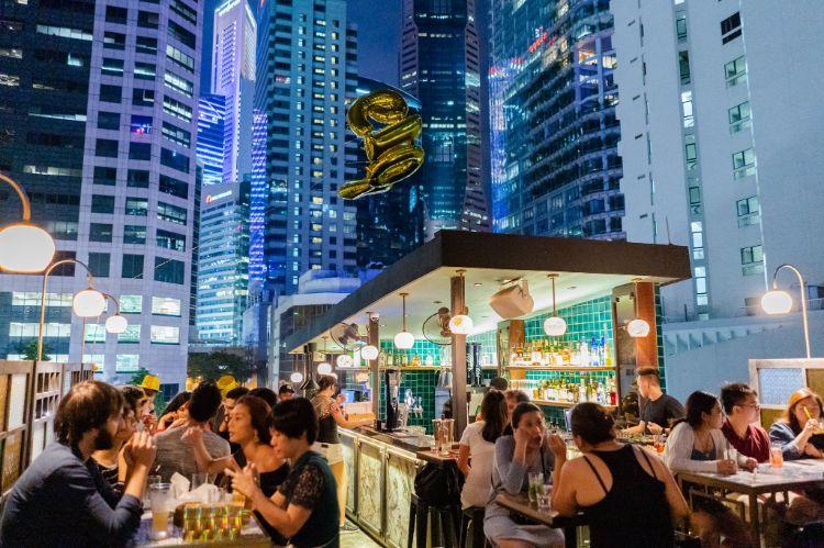 best rooftop bars singapore sum yi tai