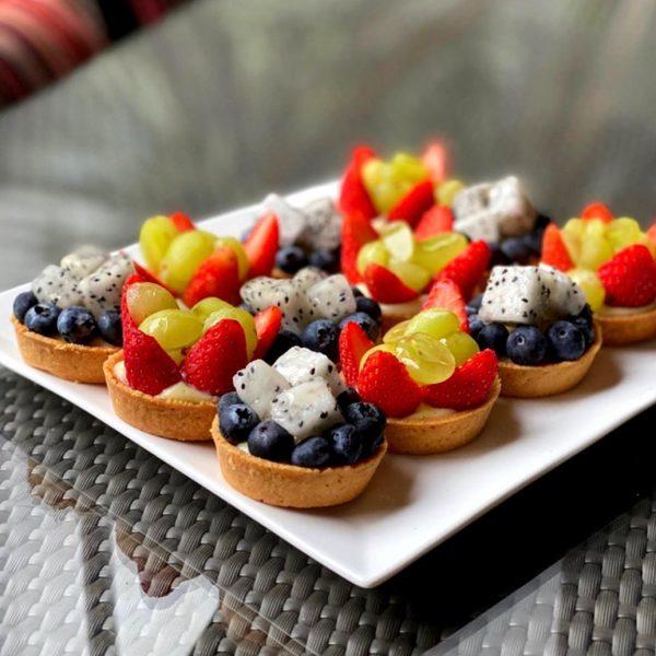 tiong bahru cafe brunch drips bakery cafe tarts fruits