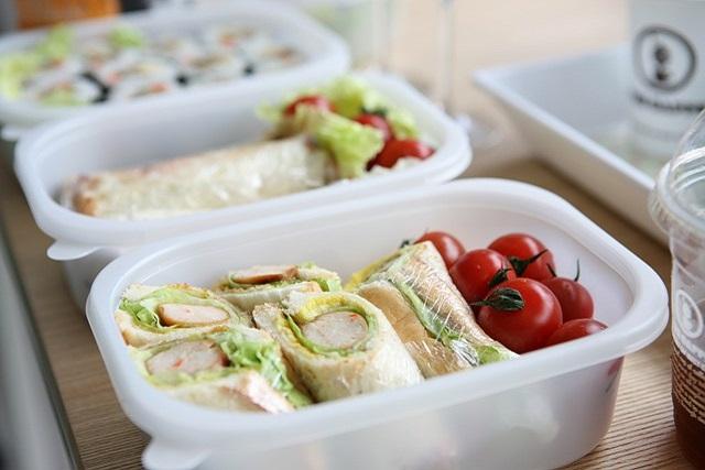 lunch box school kids sandwiches