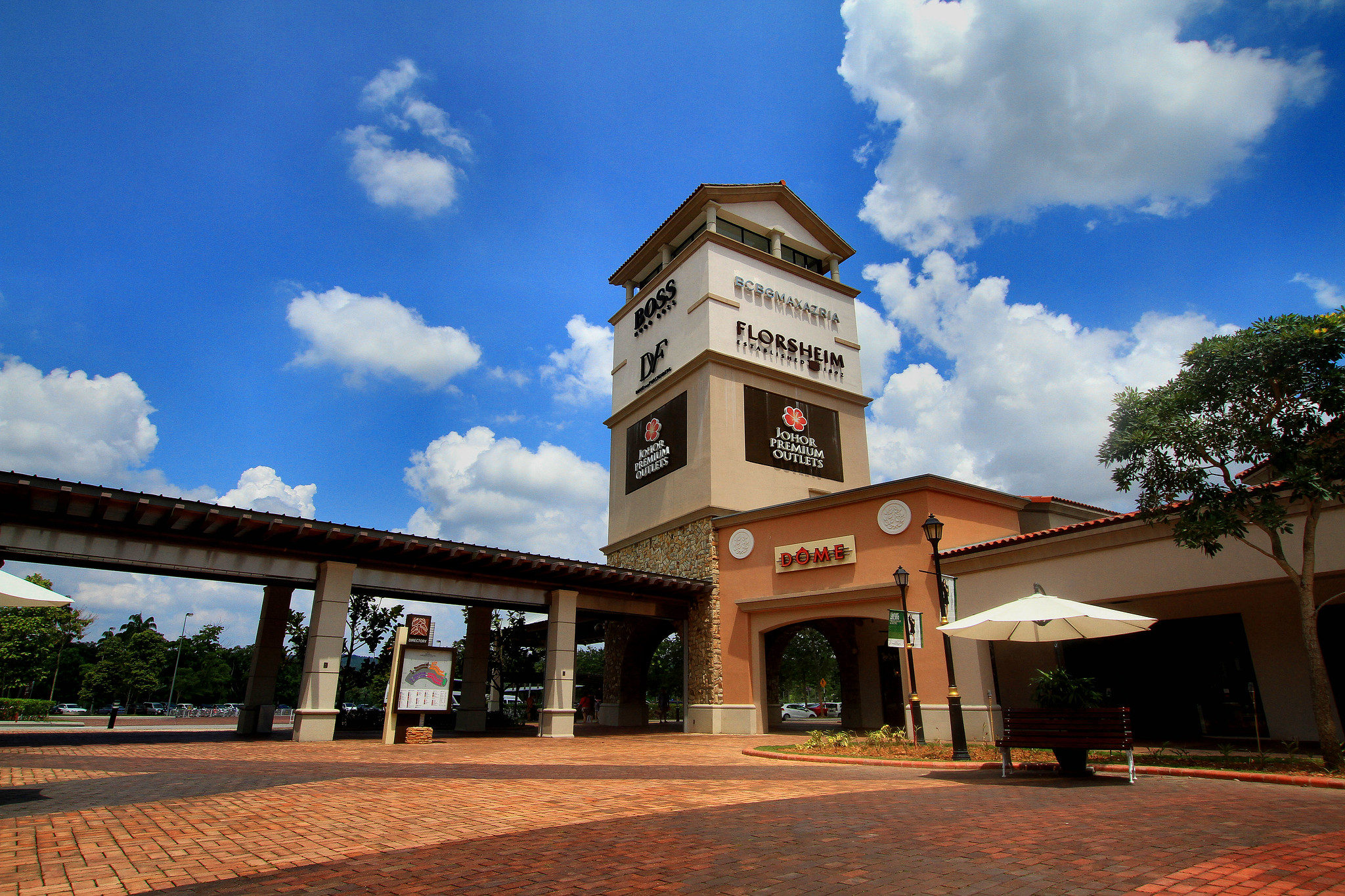 jb premium outlets things to do