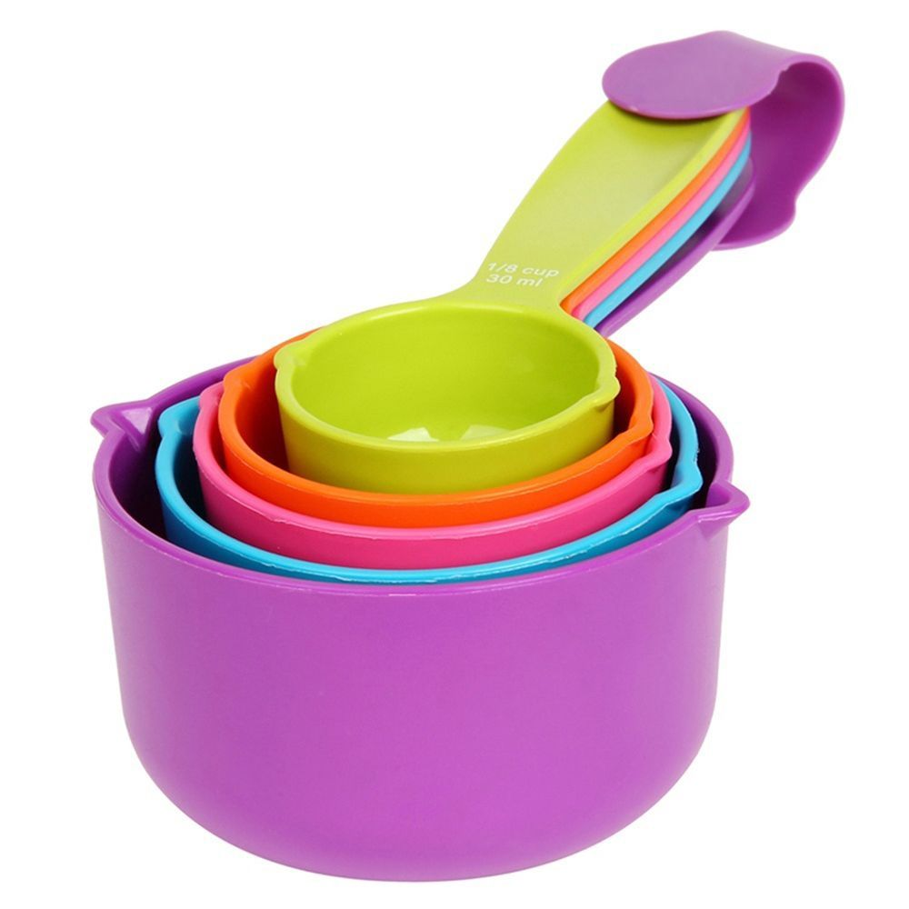 baking with kids measuring cups