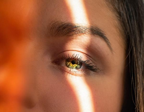 skin undertones bronze sunlight girl