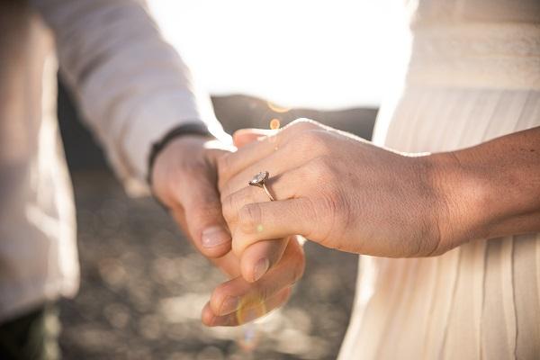 design engagement ring singapore hold hand couple