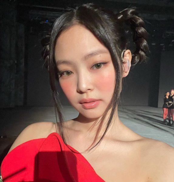 blackpink jennie korean makeup trend 2021 rosy cheeks blush