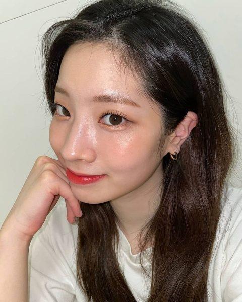 mirror skin korean makeup trend 2021 twice dahyun