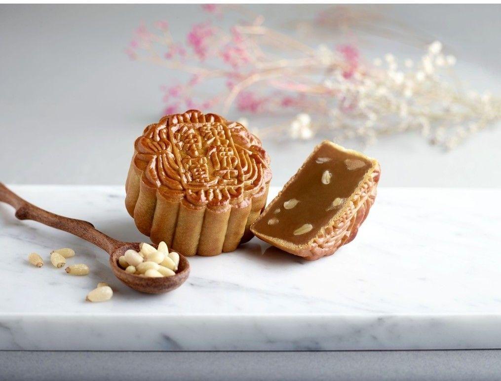 raffles hotel low sugar macadamia nuts mooncake (2)