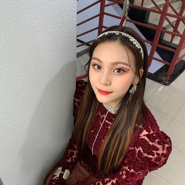 how to apply blush inverted triangle face shape umji gfriend
