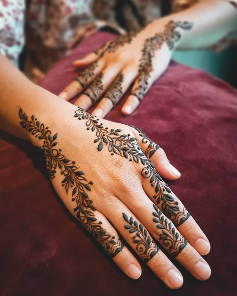 unique deepavali henna design with vines