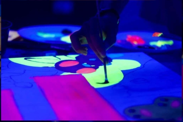art jamming singapore kids the fun empire neon glow in the dark painting