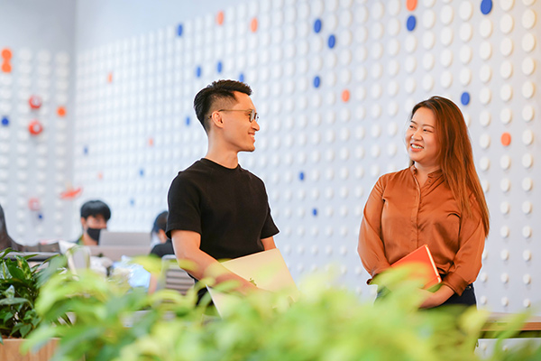 Data Product Managers, Phong and Carmen, in a discussion