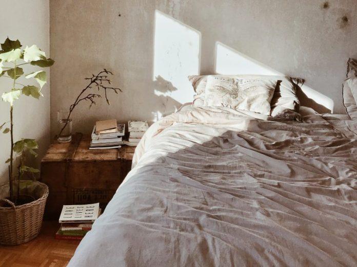 best bedsheet singapore cooling material morning sunlight wrinkled bedding