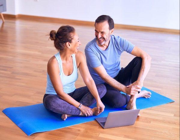 full body workout couple exercise on yoga mat laptop