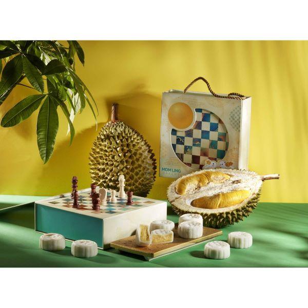 Mdm Ling Bakery Mao Shan Wang Durian Snowskin Mooncake and chess set