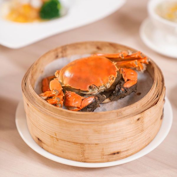 steamed hairy crab in a bamboo steamer